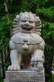 在庭院的石狮子雕象在新加坡 库存照片