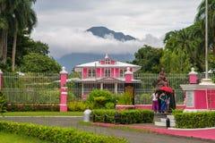 在庭院的7月15,2017别墅escudero的,拉古纳, Philippi 免版税库存照片