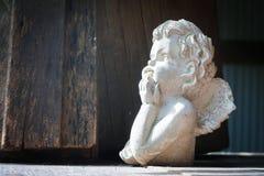 在庭院里装饰的角度雕塑 库存图片
