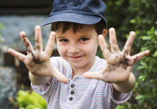 在庭院经验和想法的孩子 库存照片