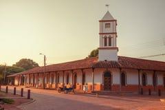 在康塞普西翁角村庄的城镇厅,阴险的人使命里破晓在Chiquitos地区,玻利维亚 库存照片