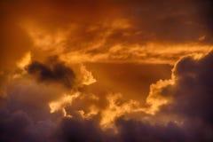 在康沃尔郡,英国的日落云彩 库存照片