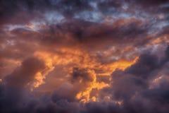 在康沃尔郡,英国的日落云彩 免版税图库摄影