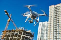 在建筑区域的寄生虫survellance 建筑工地检查 免版税库存照片