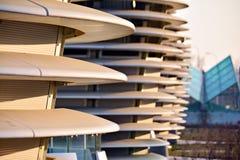 在建筑学的抽象线 现代结构的详细资料 免版税库存照片