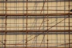 在建筑工地的脚手架 免版税库存图片