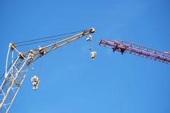 在建造场所的两台起重机 图库摄影