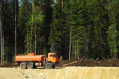 在建造场所的卡车 库存图片