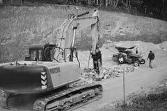 在建造场所的土地挖掘 免版税库存图片