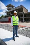 在建造场所的工程师建造者 免版税库存照片