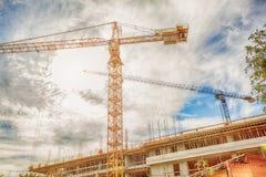 在建造场所的建筑用起重机 库存图片