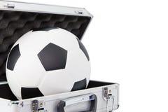 在开放手提箱的新的橄榄球 免版税库存图片