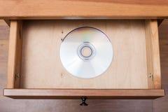 在开放抽屉的CD的盘 免版税库存照片