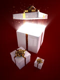 在开放的魔术里面的配件箱礼品 免版税库存图片