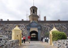 在开普敦入好希望遗产城堡的门  图库摄影