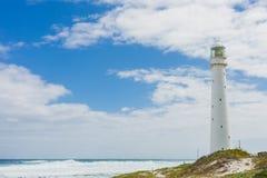 在开普敦坚固性大西洋海岸的灯塔  免版税库存图片