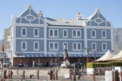 在开普敦江边地区的历史的荷兰式大厦  免版税库存图片