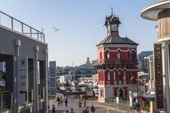 在开普敦江边黄昏的钟楼 库存图片