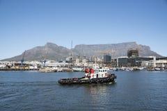 在开普敦港口南非的拖轮 免版税库存图片