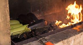 在开火烘烤的菜 免版税库存照片