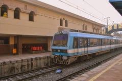 在开罗地铁的到达的火车 库存照片