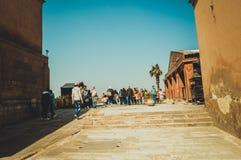 在开罗城堡里面的人们 免版税图库摄影
