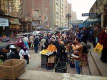 在开罗繁忙的市上街道  库存照片