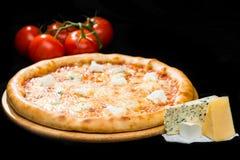 在开胃意大利乳酪薄饼的选择聚焦与mozzarel 图库摄影