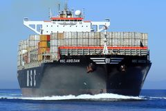 在开阔水域的大集装箱船MSC阿比将航行 免版税库存照片