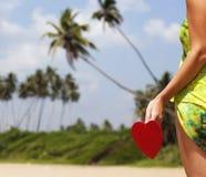 在异乎寻常的沙滩的红色心脏-情人节概念 免版税库存图片