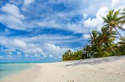 在异乎寻常的海岛的美丽的热带海滩在南太平洋 库存图片