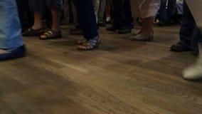 在弗洛伊德的星期五晚上狂欢活动的跳舞脚 影视素材