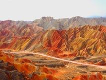 在张掖,甘肃,中国的五颜六色的丹霞地势 免版税库存照片