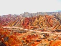在张掖,甘肃,中国的五颜六色的丹霞地势 免版税图库摄影