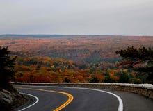 在弯附近的秋天 免版税库存照片