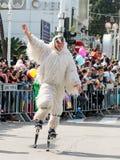 在弹簧的套头衫,穿戴在神仙的服装参加Adloyada狂欢节在纳哈里亚,以色列 图库摄影