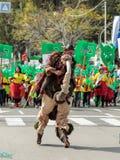 在弹簧的套头衫,穿戴在神仙的服装参加Adloyada狂欢节在纳哈里亚,以色列 免版税库存图片