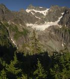 在强加的登上Shuksan的脚的刻替斯冰川 库存照片