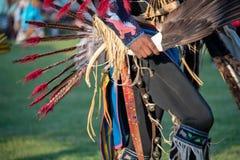 在当地美洲印第安人战俘Wow的礼仪服装 免版税库存照片