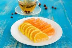 结冻在形式用糖报道的柑橘切片的糖果 免版税图库摄影