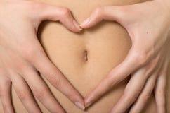 在形成附近递重点肚脐s符号妇女 库存图片