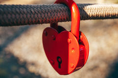 在形状的红色锁在心脏 免版税库存照片