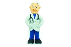 在彩色塑泥微笑做的友好的医生 免版税库存照片