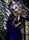 在彩色玻璃玛丽的通告和圣灵 库存照片