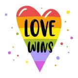 在彩虹心脏的同性恋自豪日字法,题字爱赢取 LGBT纠正概念 库存例证