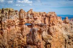 在彩虹点的红色岩石不祥之物在布莱斯峡谷国家公园,犹他 库存照片