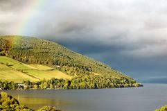 在彩虹苏格兰的湖奈斯湖 免版税图库摄影