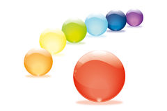 在彩虹颜色的玻璃珠 免版税库存图片