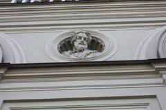 在彼得斯堡门面的浅浮雕  免版税图库摄影