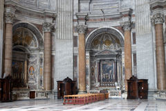 在彼得s圣徒里面的大教堂 库存图片
